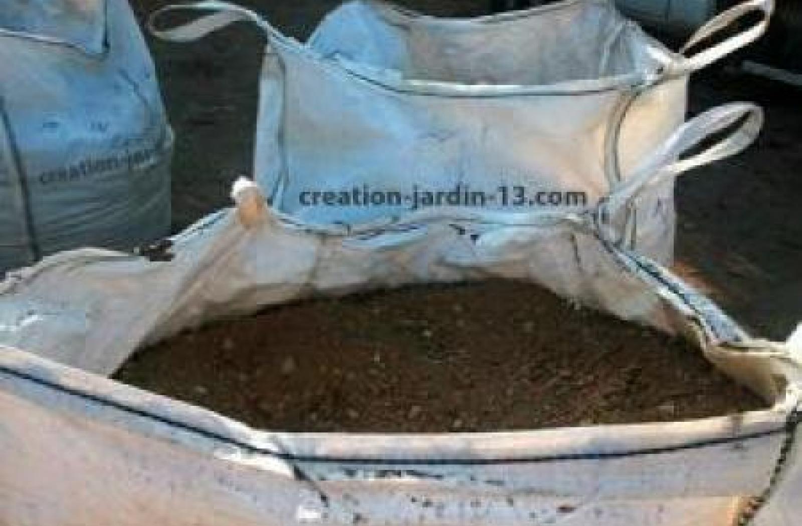 Terre enrichie ou naturelle en big bag de 1/2 m3 (500L)