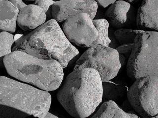 Galets de marbre noir