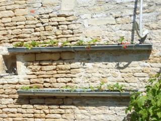 Structures bac de fleurs en gouttières métalliques de récup'