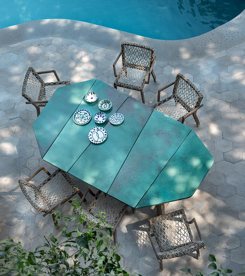 Table de jardin bleu